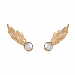to60b-feather-pearl-earrings-gold-white