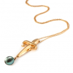DA55 Dagger Pearl Necklace Gold