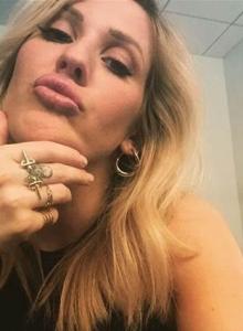 Ellie Goulding Dagger Oct15